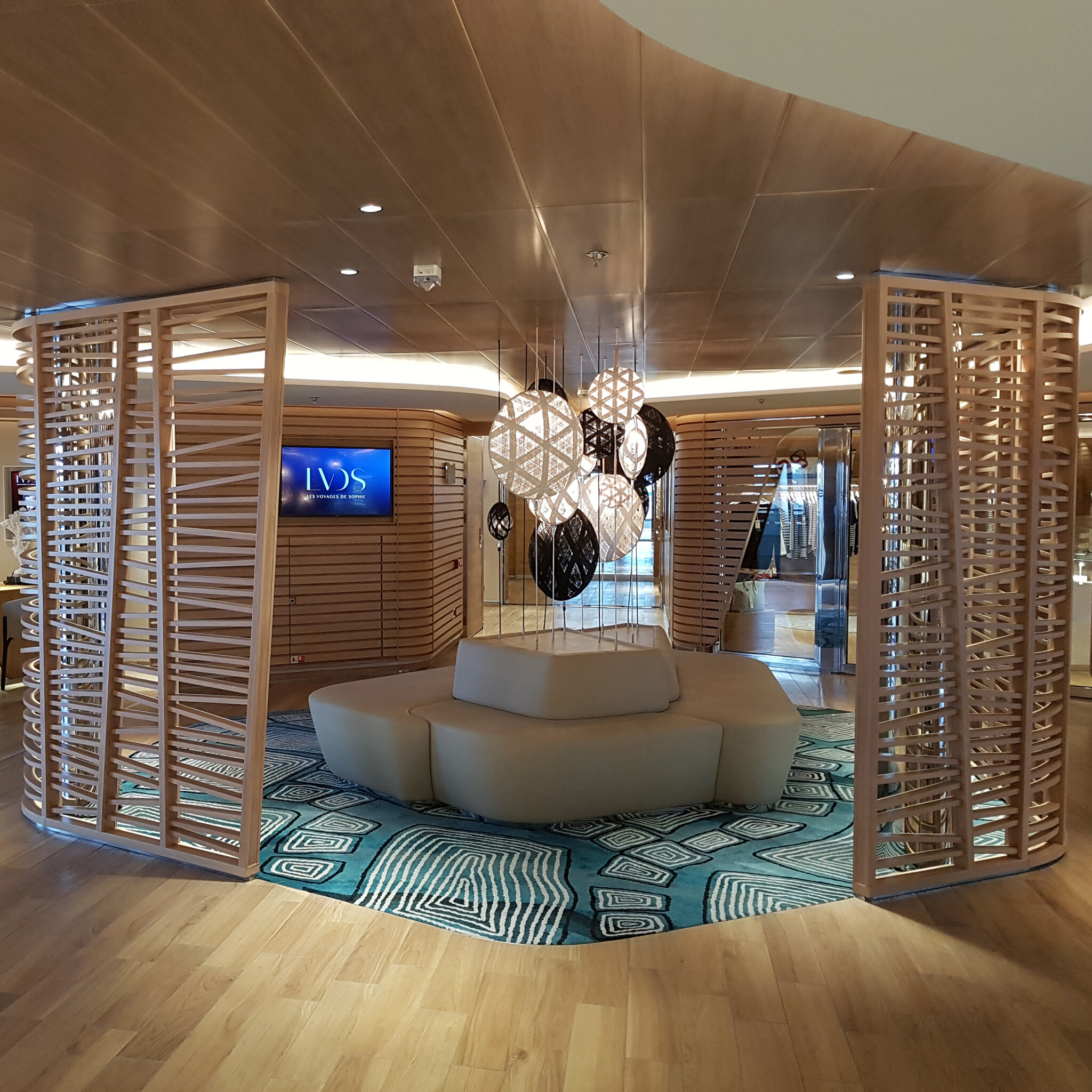 LE CHAMPLAINE_PONANT_By Loomah Bespoke Carpets & Rugs_Inteior Design Studio Jean Philippe Nuel (2)